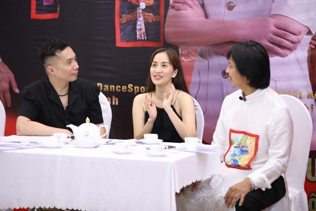 Bật mí chuyện chưa kể, NTK Đỗ Trịnh Hoài Nam và các nghệ sĩ trải lòng vì đâu?